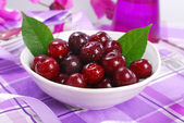 Bowl of fresh cherries — Stock Photo