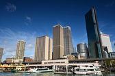 Wolkenkratzer Sydney-Business-Center. Anzeigen von port Jackson. — Stockfoto