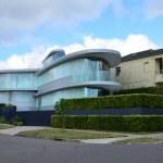 Modern house of glass on the street of Rose Bay. Sydney. City la — Stock Photo