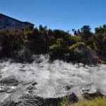 Mud pool. Whakarewarewa Geothermal Reserve. New Zealand. — Stock Photo