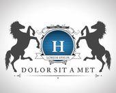 あなたのテキストのための場所と馬とビンテージ エンブレム — ストックベクタ