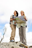 Map reading girl outdoors — Stock Photo