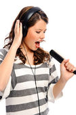 Pretty girl sings along — Stock Photo