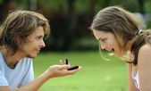 Boy gives a girl a ring in the park — Foto Stock