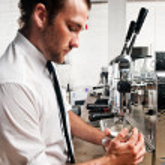 káva barista v práci — Stock fotografie