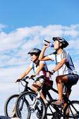 Beber ciclista — Foto de Stock