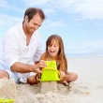niño feliz Castillo de arena — Foto de Stock