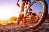 Homem de bicicleta de montanha — Foto Stock