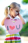 çocuk holding kalp — Stok fotoğraf