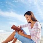 Book beach read — Stock Photo #28418243