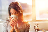 Sunrise coffee woman — Stok fotoğraf