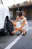 Flat tire woman — Stockfoto
