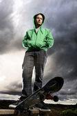Dramatické skateboardista — Stock fotografie