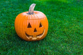 Jack-o-lantern on green grass — Stock Photo