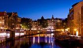 Amsterdams kanaler på natten — Stockfoto