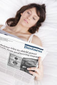 Reading the newspaper — Stock Photo
