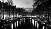 Amsterdam channels at night — Stockfoto