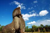Statua di leone di fronte il prasat suor prats — Foto Stock