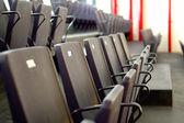 Stühle im stadion — Stockfoto
