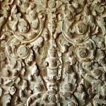 Sculpted wall at corridor of Angkor Wat, Cambodia — Stock Photo #8427889