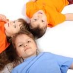 Gruppe von Kindern unterschiedlichen Alters — Stockfoto