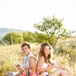 Couple sit on meadow — Stockfoto