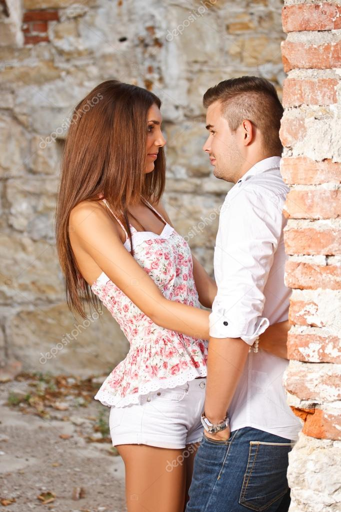 Attractive couple standing against ruined building  — Stock Photo #12006776