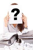 Affärskvinna med frågetecken — Stockfoto