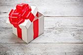 Abrir la caja de regalo — Foto de Stock
