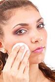 Donna è pulizia viso — Foto Stock
