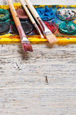 Färger och penslar — Stockfoto