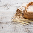 Foto Stock: Flour and oat flakes