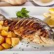 Whole fried dorado — Stockfoto