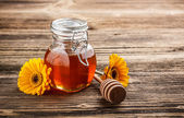Sweet honey in jar — Stock Photo