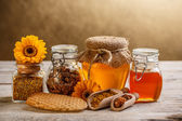 Honey and pollen — Stockfoto