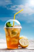 Limonlu buzlu çay — Stok fotoğraf