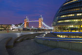 London City Hall and Tower Bridge — 图库照片