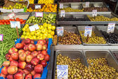 Olives, fruits and vegetables — Stock fotografie