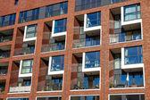 Fachada de un edificio de apartamentos — Foto de Stock