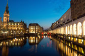 Alsterfleet and townhall at night — Stock Photo