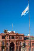 Casa Rosada and an argentinean flag — Stock Photo