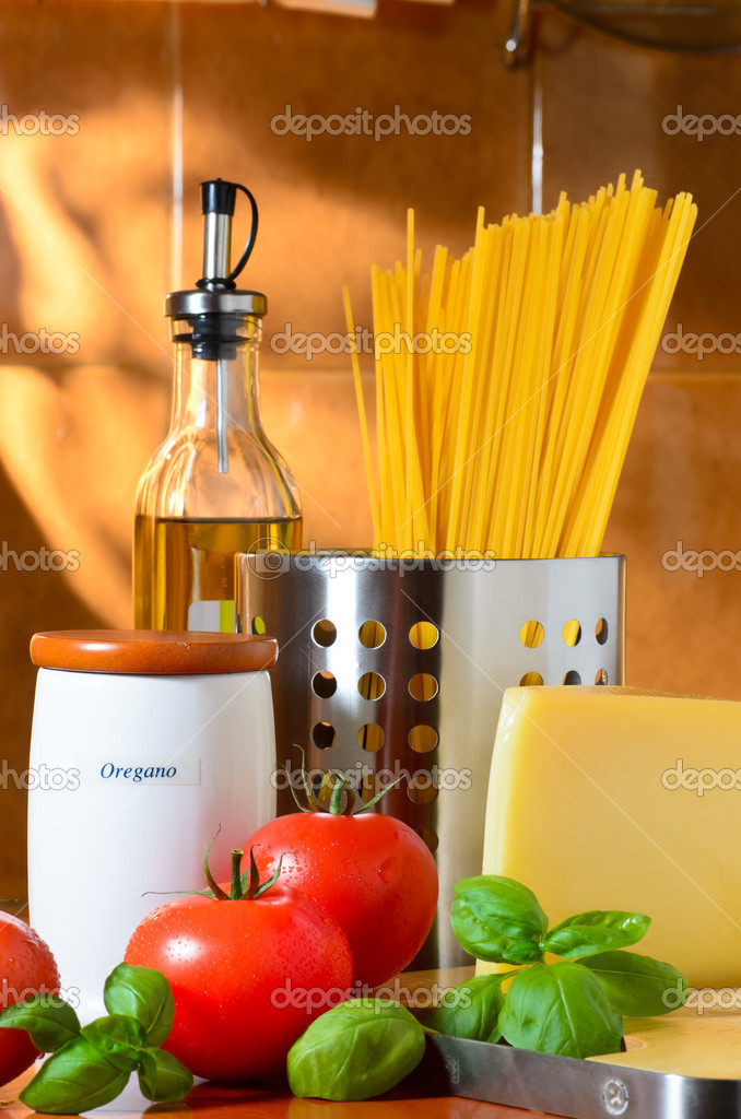 Still-life with spaghetti, tomatoes, cheese and basil leaves — Stock Photo #12032222