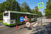 The bus travels around road works — Stock Photo