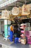 Dierenwinkel met cellen voor vogels in thailand — Stockfoto