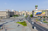 One of the symbols of Kiev, Independence Square (Maidan Nezalezhnosti), and Khreschatyk Street in the city center. — Stock Photo