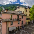 Streets and houses in the mountain town of Alpine Italian Ponte di Legno region Lombaridya Brescia, northern Italy — ストック写真