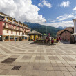 Streets and houses in the mountain town of Alpine Italian Ponte di Legno region Lombaridya Brescia, northern Italy — Foto de Stock