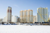 The construction of new residential buildings in Moscow on a background of a winter landscape. — Stock Photo