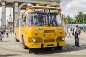 Stary radziecki autobus na wystawie transportu rzadko w moskwie — Zdjęcie stockowe