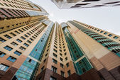 Modern multi-storey residential building with apartments and balconies. Facades stretching up. — Stock Photo